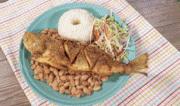 Pescado frito con frejoles (receta peruana)